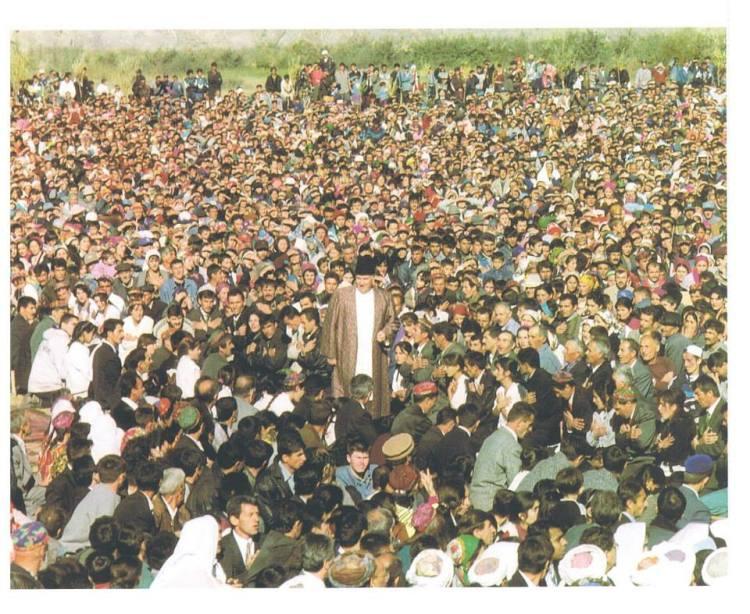 Imam Shah Karim al-Husayni gives didar to his murids in Tajikistan (1998).