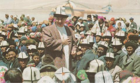 The Ismaili Imam, Shah Karim al-Husayni Aga Khan IV, gives didar to his murids in Tajikistan 1995.