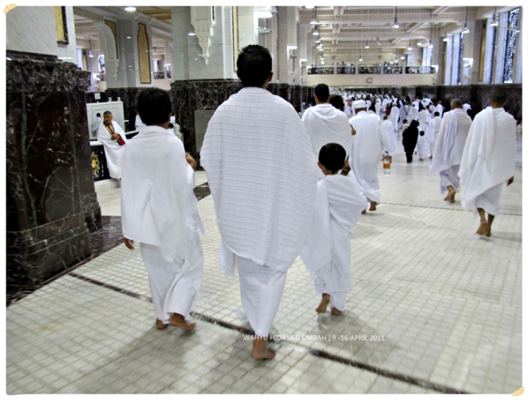 Hajj pilgrims wearing the white cloths in the state of ihram.