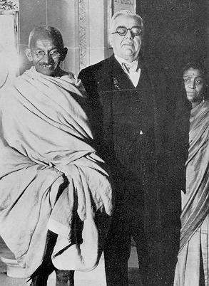 Imam Sultan Muhammad Shah and Gandhi outside the Ritz Hotel